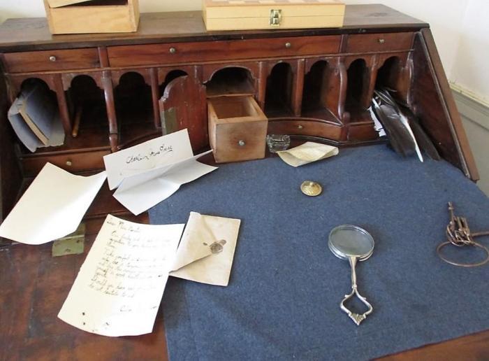 nineteeth century desk